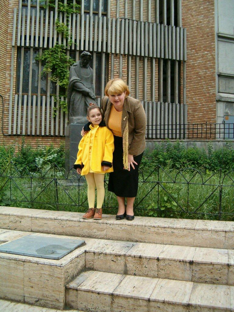 with my teacher - Prof. Anca Florentina Borcea, UNMB 2004