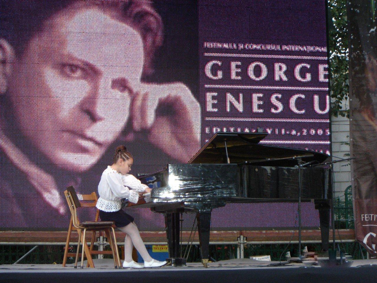 Piaţa Festivalului George Enescu, 2005